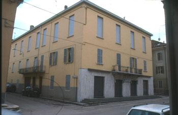 Un salumificio nel centro di Langhirano organizzato come isolato urbano