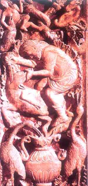 L'uccisione del porco con il colpo alla gola: Bassorilievo, XIII sec., Venezia, Basilica di San Marco, Arco dei mesi, Dicembre