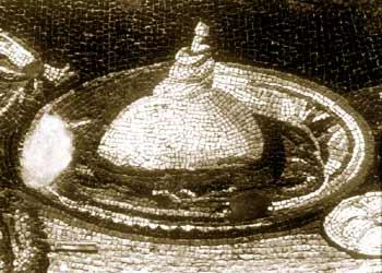 """Prosciutto cotto con salsa: particolare del mosaico detto """"del buffet freddo"""". Antiochia, III sec. d. C."""